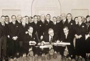 Подписание Пакта Рериха 15 апреля 1935 год (в центре: Президент США Ф. Рузвельт)