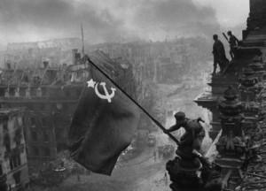 Красный флаг над Рейхстагом
