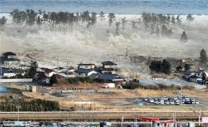 Разрушительное цунами в Японии, март 2011