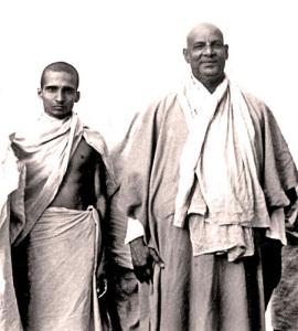 Кришнананда и Шивананда (справа), 1945
